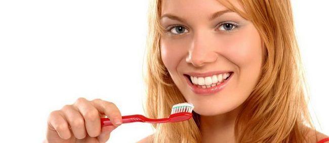 Чистимо зуби правильно: засоби для чищення
