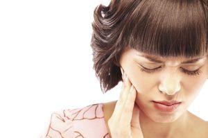 Як швидко заспокоїти зубний біль в домашніх умовах?