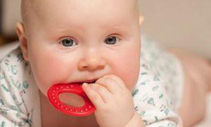 Які ознаки прорізування зубів бувають у немовлят