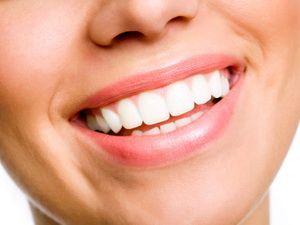 Чи можна вибілювати зуби перекисом?