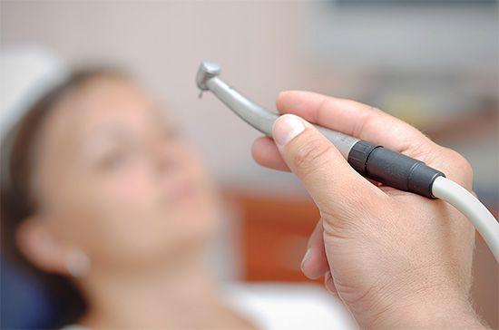 Наскільки боляче лікувати карієс і чи можна якось уникнути неприємних відчуттів?