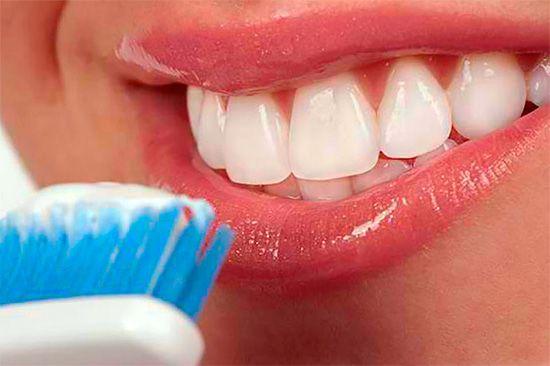 Відбілюючі зубні пасти: як вибрати кращу і при цьому не нашкодити емалі?