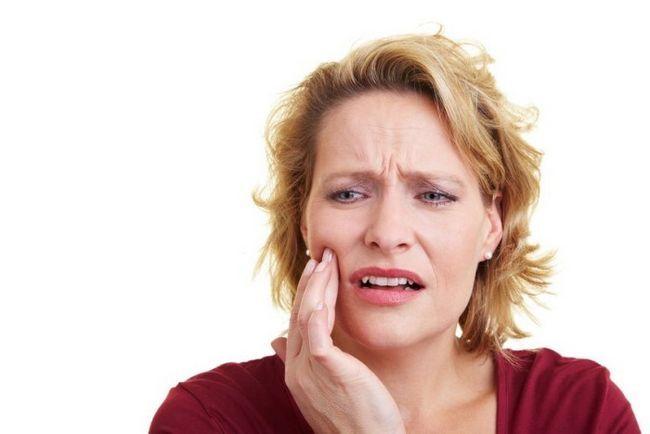Під пломбою болить зуб