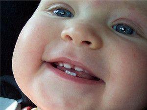 Прорізування зубів у немовлят