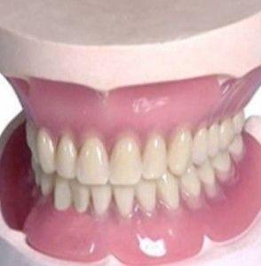 Знімні акрилові зубні протези