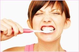 Як відбілити зуби вдома