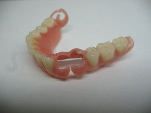 Скільки коштує протезування зубів