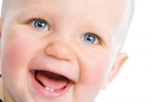 У скільки місяців з'являються зуби